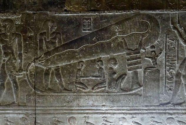 Aliens Bulb Light Ancient Pyramid