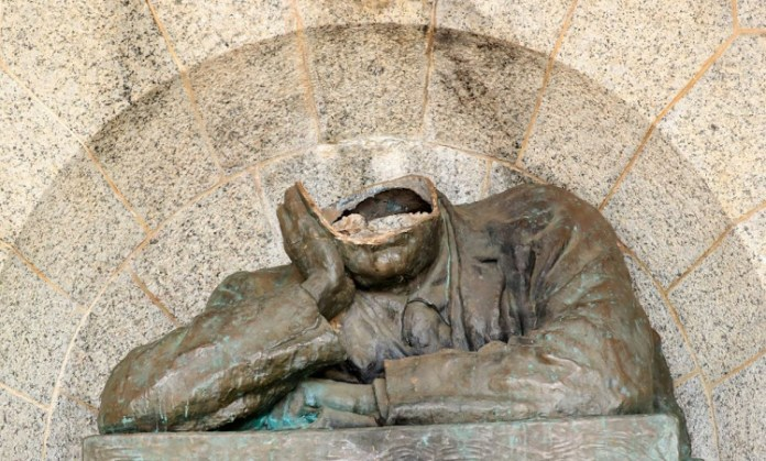 A statue of British imperialist Cecil Rhodes has been decapitated in Cape Town in South Africa