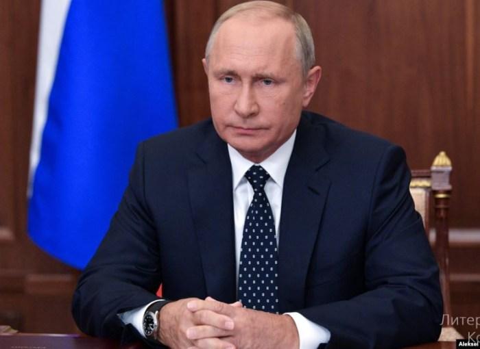 Рейтинг Путина устремляется вниз