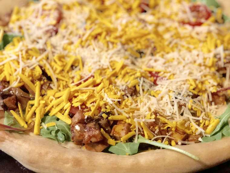 Vegan BBQ pizza