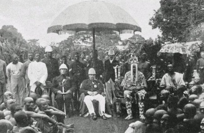 Ademuyewo Fidipote with the governor of Lagos Colony on the right.