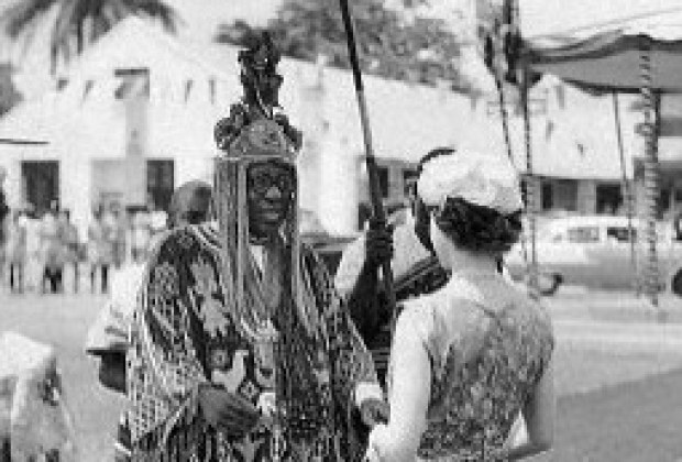 Awujale recieves the Queen of England in Ijebu Ode, during a visit in 1956. Source GettyImages