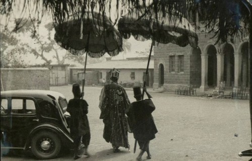 Ladipo Ademola, Alake of Abeokuta in 1937 arrives in his palace.