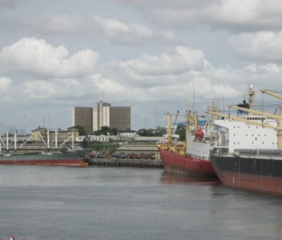 Port Harcourt was founded originally to transport coal from Enugu to the southern coast. Here is a view of Rumumasi, P.H. Photo: Freddy Flindt. Source: panoramio.com
