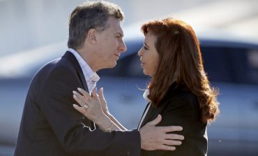 Macri hits, the opposition turns a blind eye