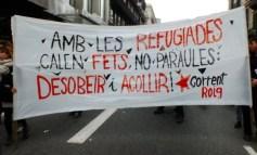 """300.000 personas llenan Barcelona para exigir """"Basta de excusas, Acojamos ahora"""""""