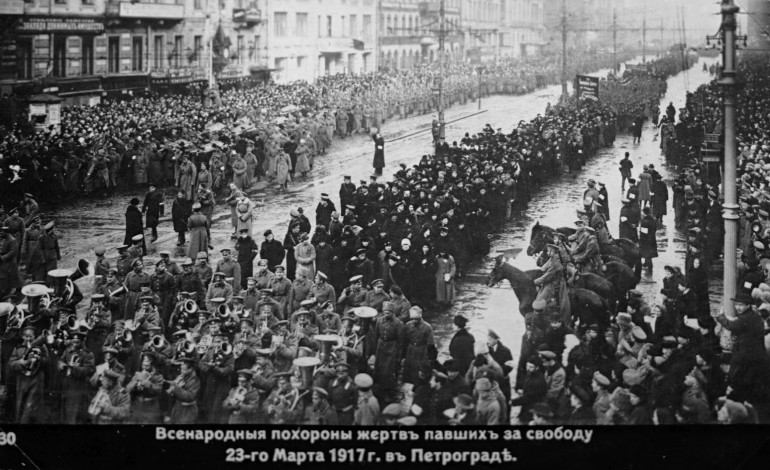 O que foi a Revolução de Outubro contada por Trotsky