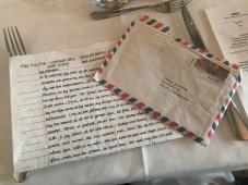 Och mellan rätterna. Lite nostalgi när Fia tagit med sig brev och fax (!) jag skickade hem från Mallorca 1999.