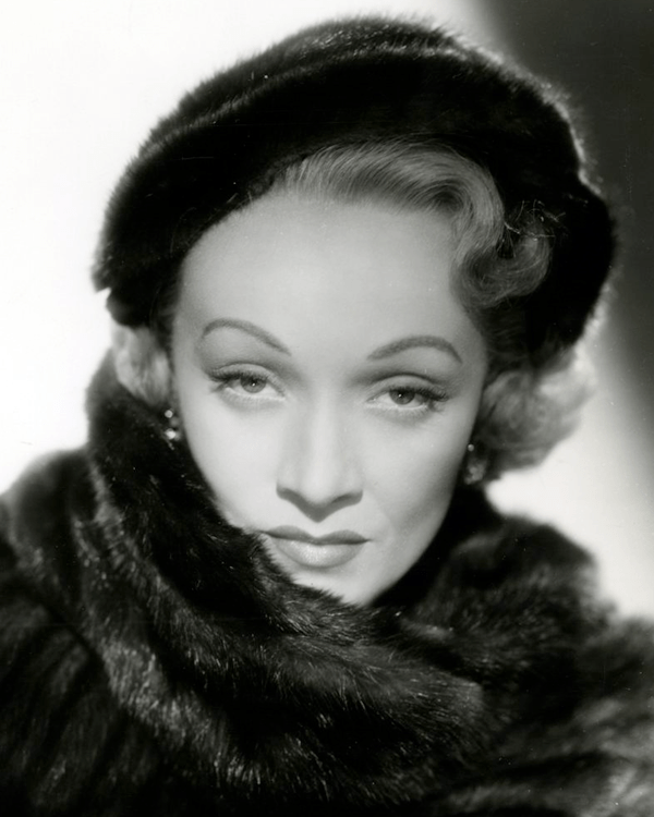 Marlene_Dietrich_in_No_Highway_(1951)_(Cropped)