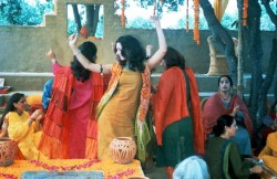 monsoon-wedding-dancing-orange1-1024x665