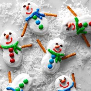 Snowmen-Cookies_EXPS_HCCBZ18_16672_D05_22_6b-696x696