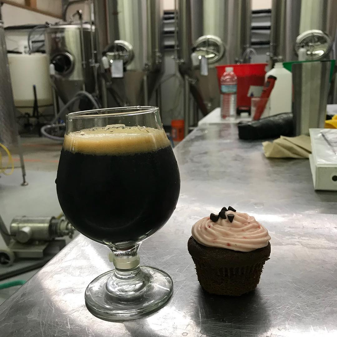 """Hot Sex on a Platter"" strawberry chocolate stout and a strawberry chocolate cupcake. Makes a mission complete! #lithermanslimited #hotsexonaplatter"