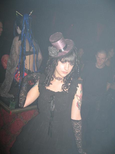 Top hat dancer