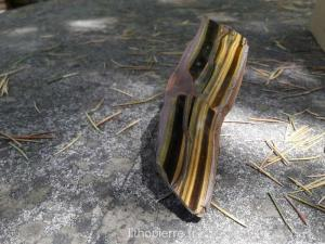 pierre bâton couleurs jaune à marron