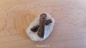 pierre en X marron