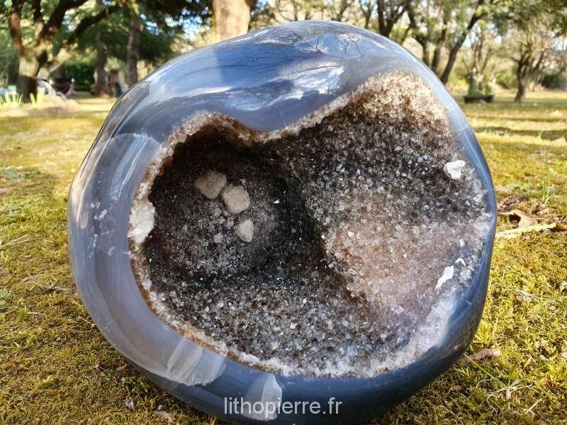 Géode amethyste avec calcite au fond