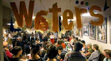 Lit Crawl 2011 inside Muddy Waters cafe