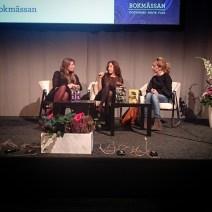 Guadalupe Nettel, Milena Busquets i samtal med Sonja Schwarzenberger. De pratar om den tunna gränsen mellan fiktion och biografi.