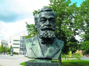 Один из многочисленных памятников Эрикссону в Швеции
