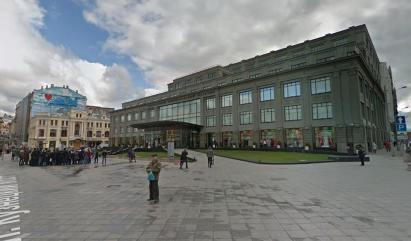 Ужасающее новое здание ЦУМа, построенное на том же месте.