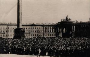Перед Зимним дворцом в день объявления войны