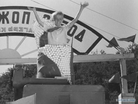 "Кукуруза - царица полей! Кадр из фильма ""Посторонним вход воспрещен"""