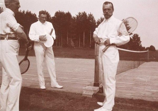 Николай II за игрой в теннис