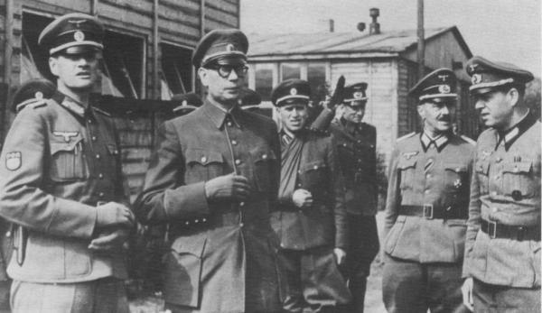 Генерал Власов в лагере для военнопленных Добендорф под Берлином