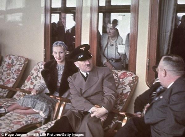 Гитлер на борту одного из лайнеров KdF
