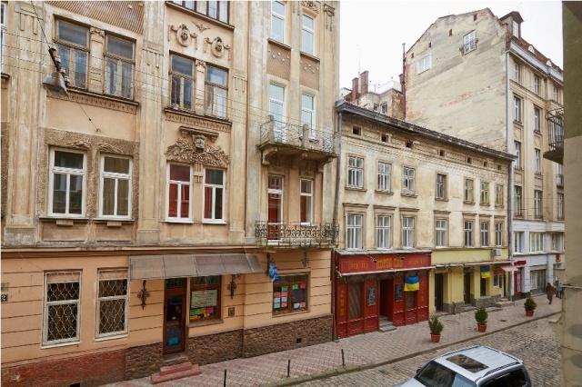 Дом 15 по улице ул. Братьев Рогатинцев.
