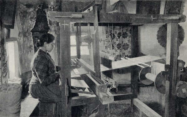 Работа на домашнем ткацком станке . Фото конца XIX века.