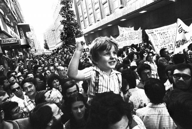 Демонстрация в поддержку новой конституции Испании в Мадриде. 1975 год.