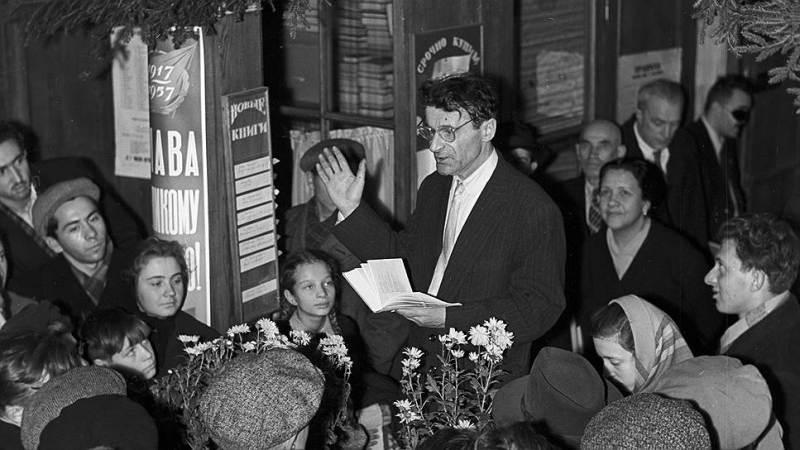 Михаил Светлов читает свои стихи