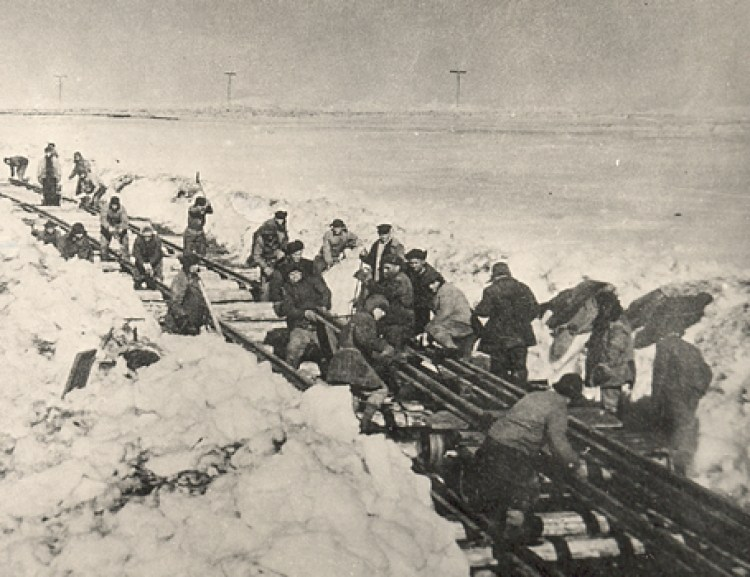 Спецпоселенцы на строительстве железной дороги