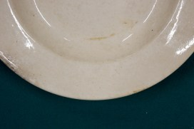 «Конаковский фаянсовый завод имени Калинина» (ЗиК); Тарелка фаянсовая без рисунка; 1941-1946 года; Диаметр 40 см.