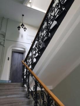 Лестница подъезда в наши дни.