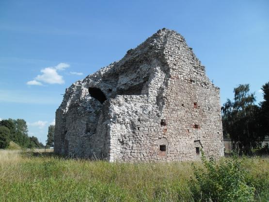 Руины той самой Пороховой башни в крепости Дюнамюнде. Современное фото.