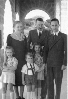 Любовный треугольник: образцовая нацистская семья и её покровитель