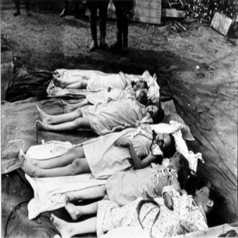 Но время всё расставило по местам. На снимке: умерщвленные Магдой собственные дети, май 1945 года.