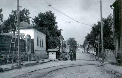Угол Малой почтовой (раньше Хапиловской) улицы и Госпитального пер., где, возможно, находился дом, в котором родился Пушкин
