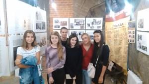 Ученики 11-го класса Гимназии №1558 имени Росалии де Кастро с учителем испанского языка Еленой Хапсасовой