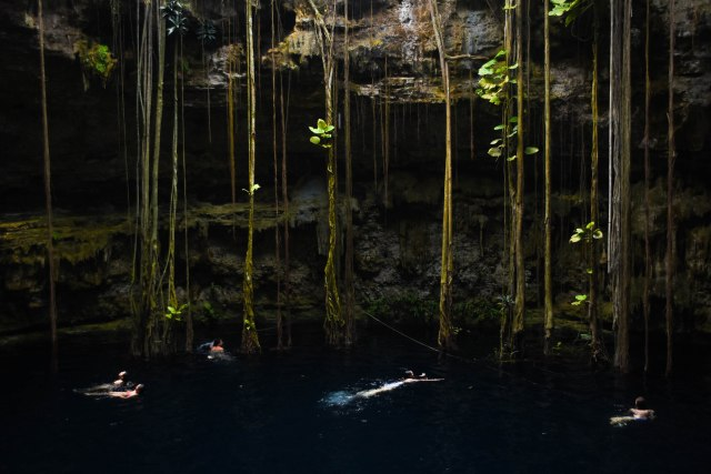CoverMore_Lisa_Owen_Mexico_Cenotes_Swimming