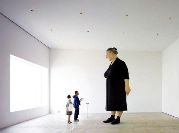 towada art center ron mueck standing woman