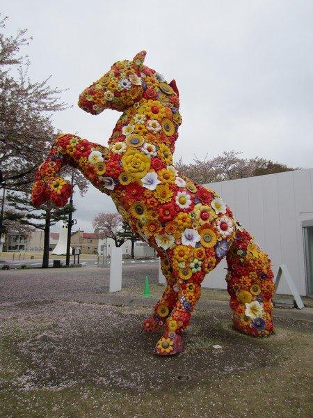 towada art center jeong hwa choi flower horse