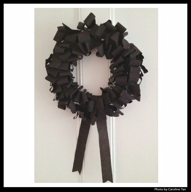 Black-Halloween-wreath-by Caroline-Tan-on-Little-Big-Bell-blog