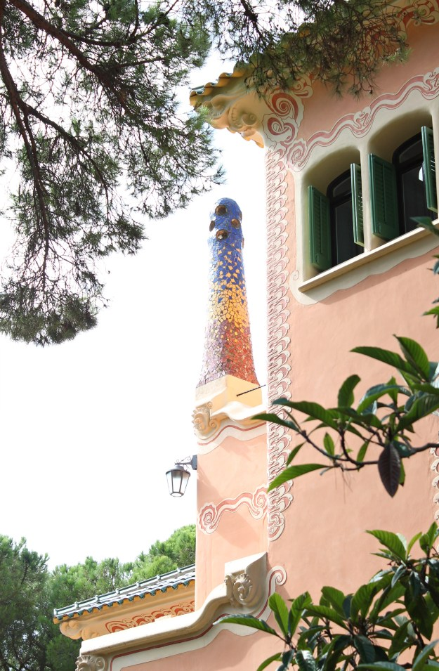 Gaudi_House_Park_Guell_photo_by_Little_Big_Bell