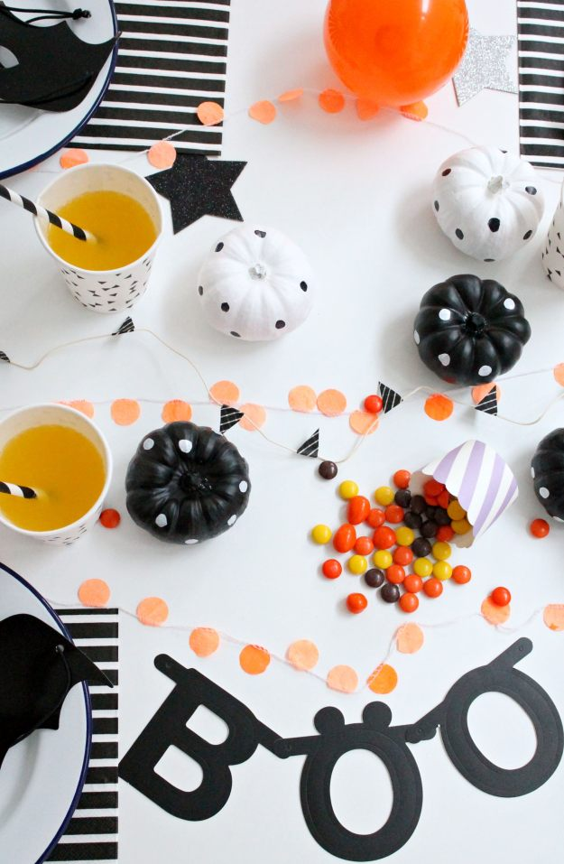 Halloween_table_styling_and_photograph_by_Geraldine_Tan_of_Little_Big_Bell