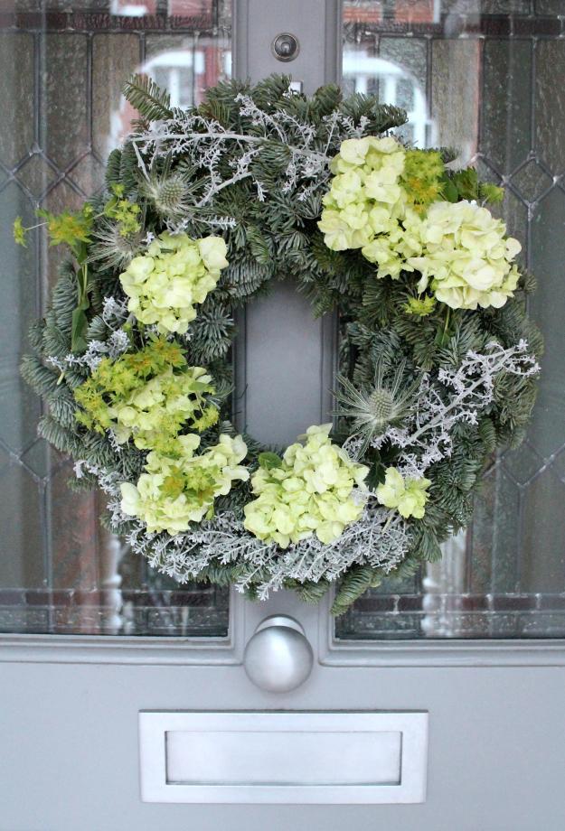 Christmas-wreath-by-Geraldine-Tan-Little-Big-Bell