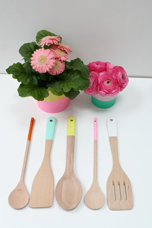 Painted-wooden-kitchen-utensils-DIY-by-Little-Big-Bell