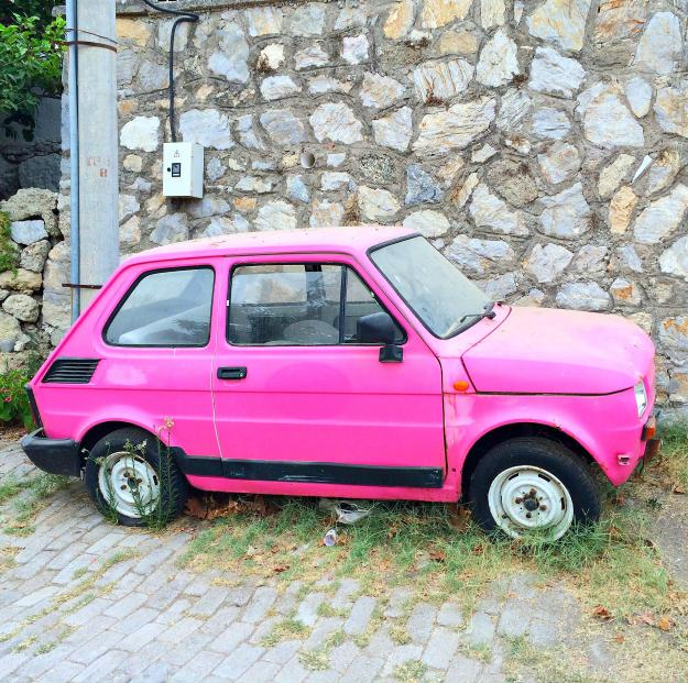Fiat-126-in-pink-photo-by-Little-Big-Bell